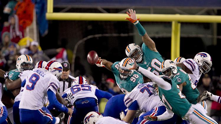 Buffalo Bills kicker Rian Lindell (9) boots one of his field goals in the second quarter of an NFL football game against the Miami Dolphins at Ralph Wilson Stadium in Orchard Park, N.Y., Nov. 15, 2012. (AP Photo/The Miami Herald, Joe Rimkus Jr.)  MAGAZINES OUT
