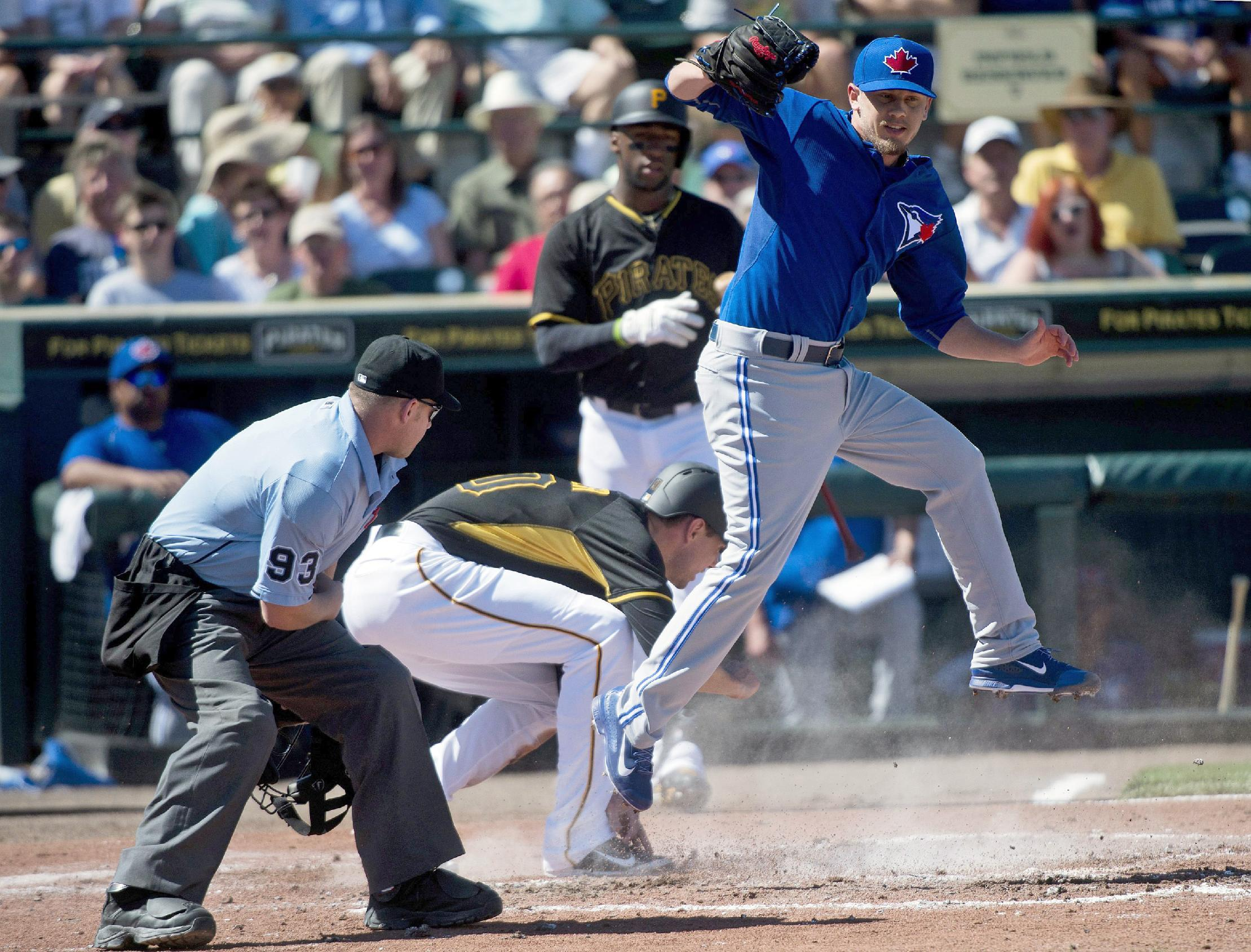 Pillar's RBI double leads Blue Jays past Pirates 4-1