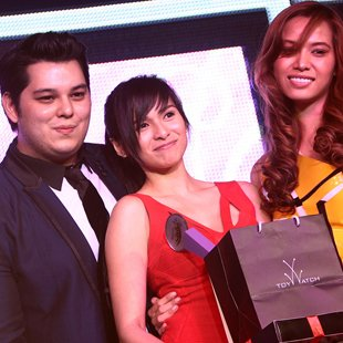 Jennylyn Mercado wins hottest actress award. (Photo by Jerome Ascano/NPPA Images)