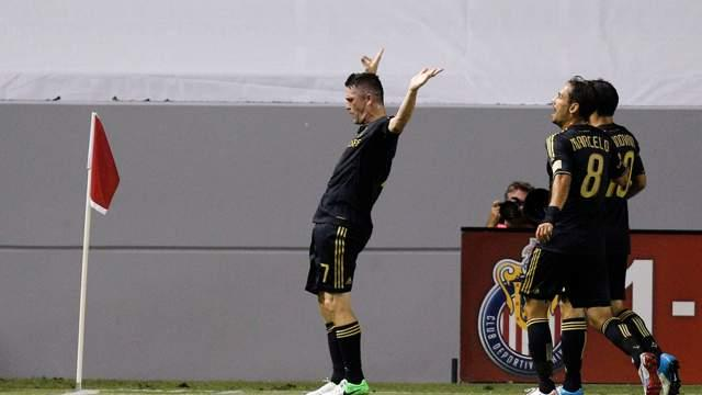 Chivas USA 0-4 LA Galaxy: Donovan grabs four assists in SuperClasico route