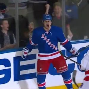 Kreider cleans up rebound to take early lead