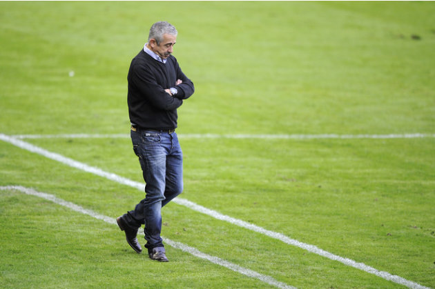 Sporting Gijon's Coach Manuel Preciado Gesturing  AFP/Getty Images