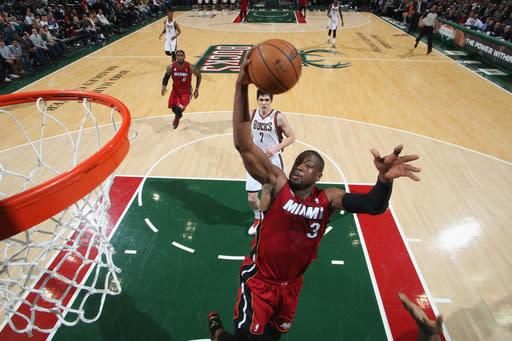 Heat win 21st straight, beat Bucks 107-94