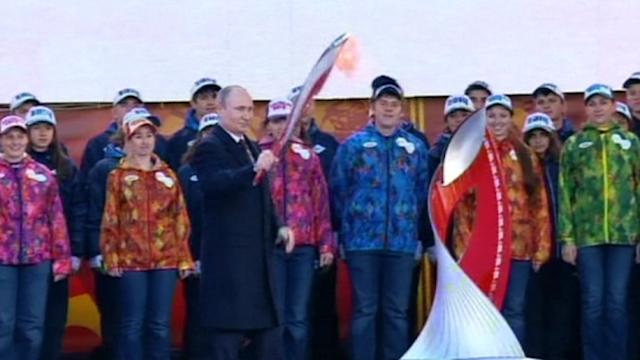 Russia's Putin kicks off Sochi 2014 Olympic torch relay