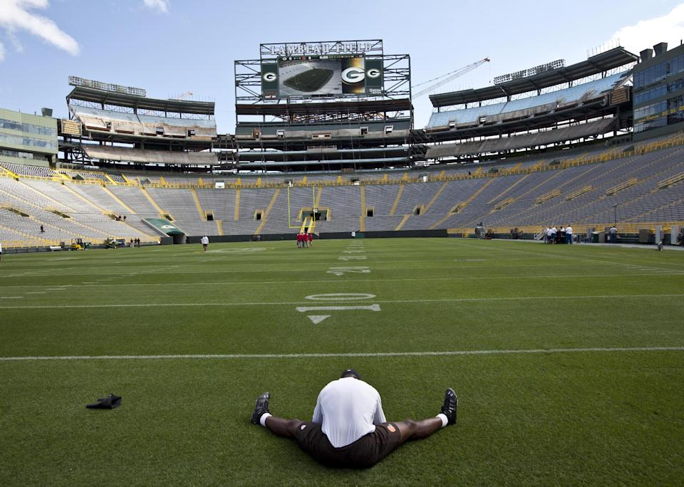 Cleveland Browns linebacker D'Qwell Jackson stretches before a preseason NFL football game against the Green Bay Packers Thursday, Aug. 16, 2012, in Green Bay, Wis. (AP Photo/Mike Roemer)