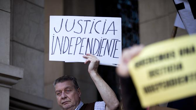 Argentine leader criticizes media monopoly ruling