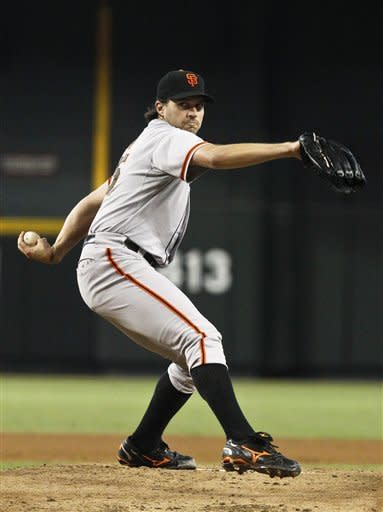 Posey homers and lifts Giants over Diamondbacks