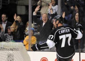 Carter scores 2 goals, Kings hold off Ducks
