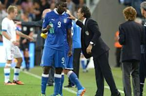 Italy coach Prandelli backs Balotelli to improve