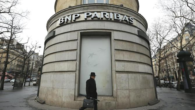 """FILE - In this Feb. 5, 2013 file photo, a man walks past the French bank BNP Paribas headquarters in Paris. French economy minister Arnaud Montebourg on Monday, June 23, 2014 is urging U.S. authorities to be """"fair and proportionate"""" when deciding on a potential multibillion-dollar fine against France's largest bank over its activities in countries Iran, Sudan and Cuba. (AP Photo/Jacques Brinon, File)"""