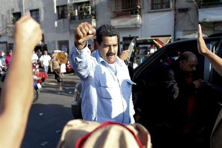 Venezuela&#39;s Vice President Nicolas Maduro greets supporters outside the military hospital after visiting President Hugo Chavez in Caracas February 18, 2013. REUTERS/Jorge Silva