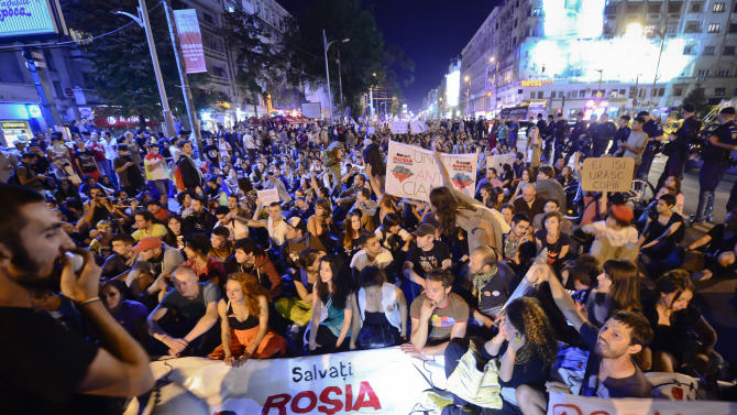 Romania: Thousands protests over gold mine plans