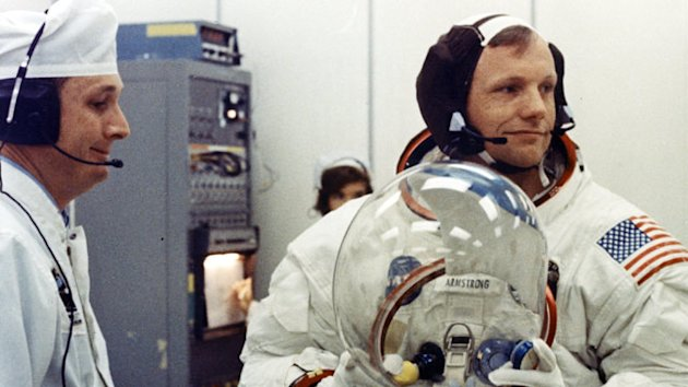 Neil Armstrong, First Man on the Moon, Dies (ABC News)