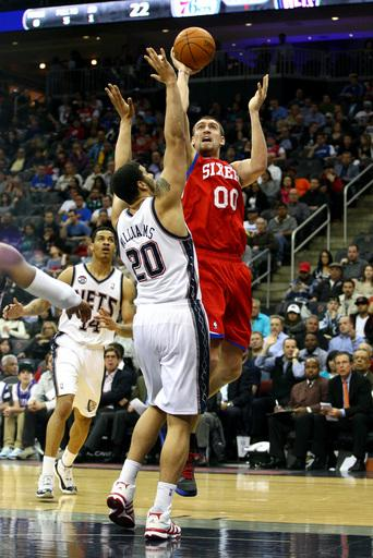 Hawes scores season-high 19 as 76ers beats Nets