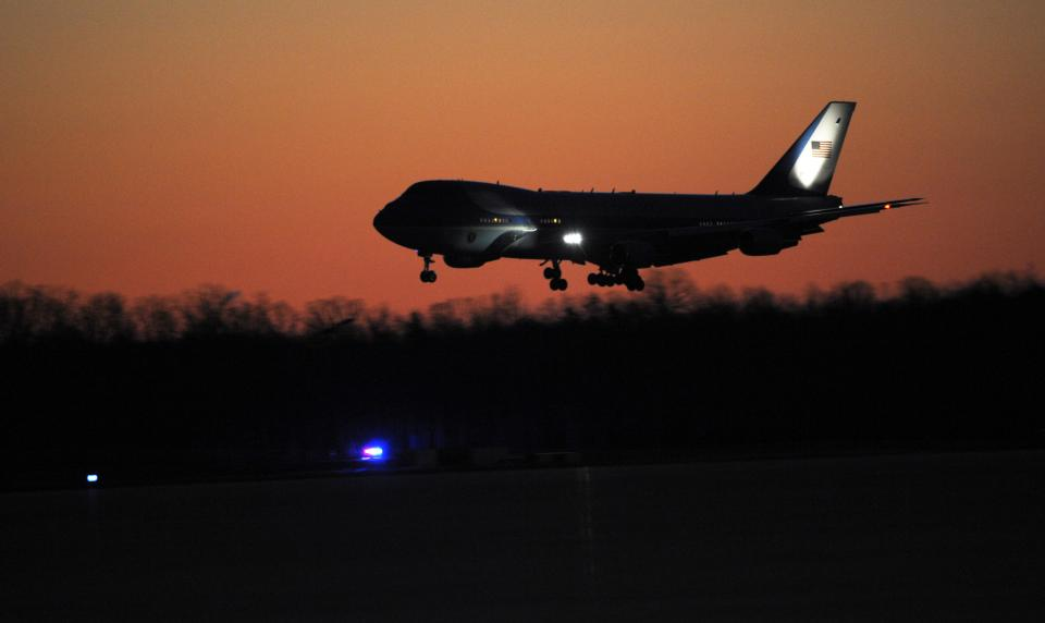 Air Force One, carrying President Barack and the first family, prepares to land at Andrews Air Force Base, Md., Tuesday, Jan. 3, 2012. (AP Photo/Cliff Owen)