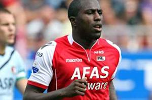 Jozy Altidore exits AZ match in 34th minute with head injury