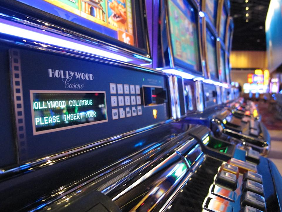 Ohio's 3rd, largest casino opens to Columbus crowd