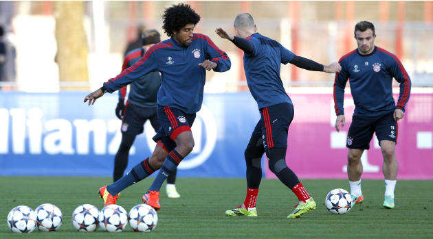 Bayern's Dante of Brazil, from left, Arjen Robben of the Netherlands and Xherdan Shaqiri of Switzerland challenge for the ball during a training session in Munich, southern Germany, Monday, March