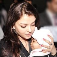 Aishwarya Rai Bachchan Takes Aaradhya Along For Trip To Singapore