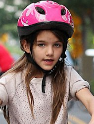 Kecantikan Suri Cruise Picu Kekhawatiran Wali Murid