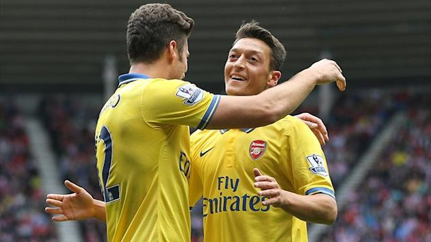 Arsenals German midfielder Mesut Ozil (R) congratulates Arsenal's French striker Olivier Giroud (L) after Giroud scored their first goal (AFP)