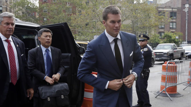 """New England Patriots quarterback Tom Brady arrives at Federal court in New York,  Monday, Aug. 31, 2015. Even as negotiations aimed at settling """"Deflategate"""" drag on, lawyers are seeking every legal advantage in a quest to win over a federal judge. Repeating arguments they made at a hearing last week, lawyers are sending Judge Richard Berman letters reminding him of their legal positions. (AP Photo/Richard Drew)"""