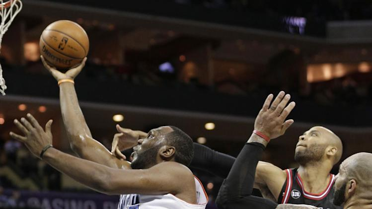 Walker leads Bobcats over Bulls in OT, 91-86