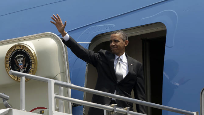 US President Barack Obama waves as he boards Air Force One before his departure from Benito Juarez International Airport in Mexico City, Friday, May 3, 2013, en route to Costa Rica. (AP Photo/Pablo Martinez Monsivais)