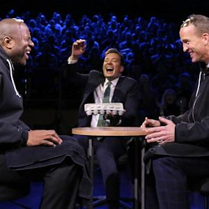 Peyton Manning, Magic Johnson play Russian roulette with eggs on 'Fallon'