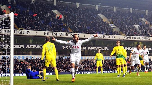 Tottenham Hotspur's Spanish striker Roberto Soldado celebrates after scoring during the UEFA Europa League Group K football match Tottenham vs Anzhi Makhachkala
