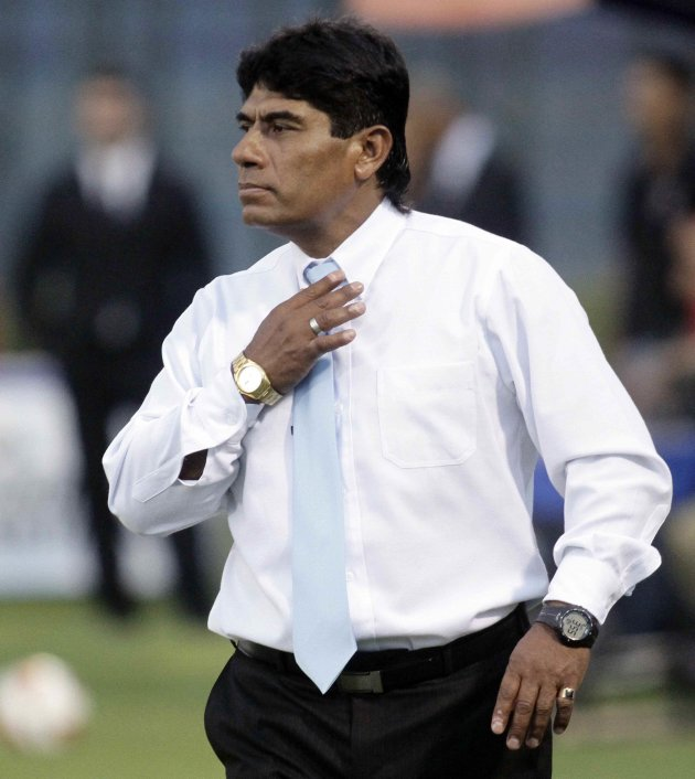 Freddy Garcia, coach of Peru's Real Garcilaso, gestures during their Copa Libertadores soccer match against Paraguay's Cerro Porteno in Asuncion
