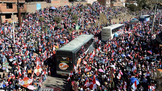 Thousands of Potosi residents welcome buses of miners and members of COMCIPO who marched in La Paz and talked with government officials about their regional demands, in Potosi