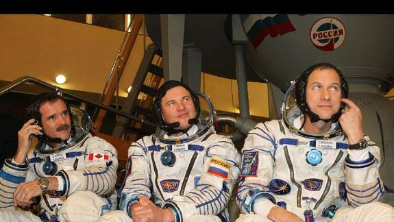 Three Spaceflyers Arrive at International Space Station in Time for Christmas