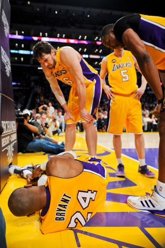 Lakers lose Kobe, survive thriller with Warriors