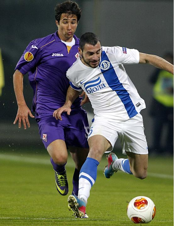 Fiorentina's Ryder Matos, left, challenges for the ball with Dnipro Dnipropetrovsk's Jaba Kankava during their Europa League Group E soccer match at the Artemio Franchi stadium in Florence, It