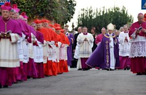 Pope Francis (C) walks in procession at Santa Sabina …