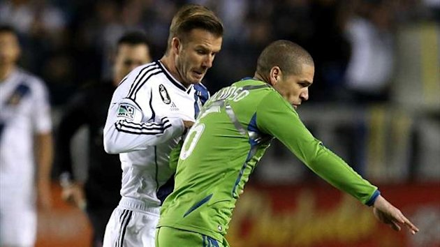 David Beckham of LA Galaxy challenges Seattle Sounders' Osvaldo Alonso (AFP)