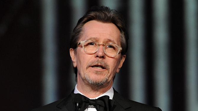 """FILE - This Jan. 4, 2014 file photo shows actor Gary Oldman speaking at the Palm Springs International Film Festival Awards Gala at the Palm Springs Convention Center in Palm Springs, Calif. Oldman is defending fellow actors Mel Gibson and Alec Baldwin from critics of their comments on Jews and homosexuals, saying people need to take a joke. In an interview with Playboy, Oldman decried """"political correctness"""" that ensnared the two actors. (Photo by Frank Micelotta/Invision/AP, File)"""