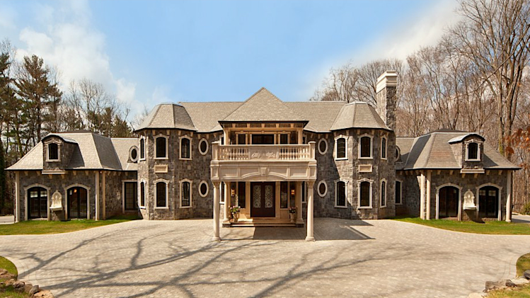 An American 'palace' with a pool at its heart exterior entrance