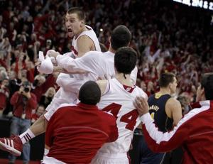 Wisconsin beats No. 3 Michigan 65-62 in OT