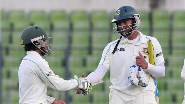 Bangladesh batsman Shakib Al Hasan (R) shakes hands with teammate Mominul Haque at close of play on the fourth day of the second Test (Getty Images)