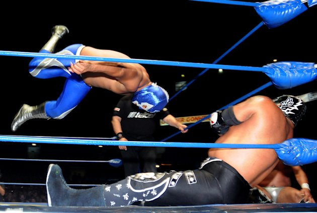 Lucha-Estelar--Diamante-Azul-vs-Mr--Niebla-jpg