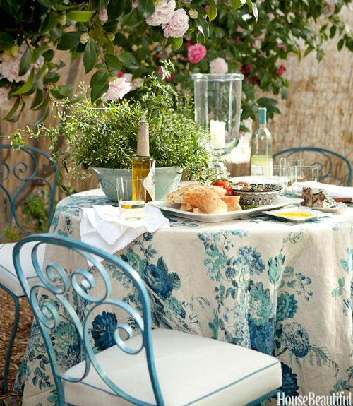 7. Dress Up an Outdoor Table