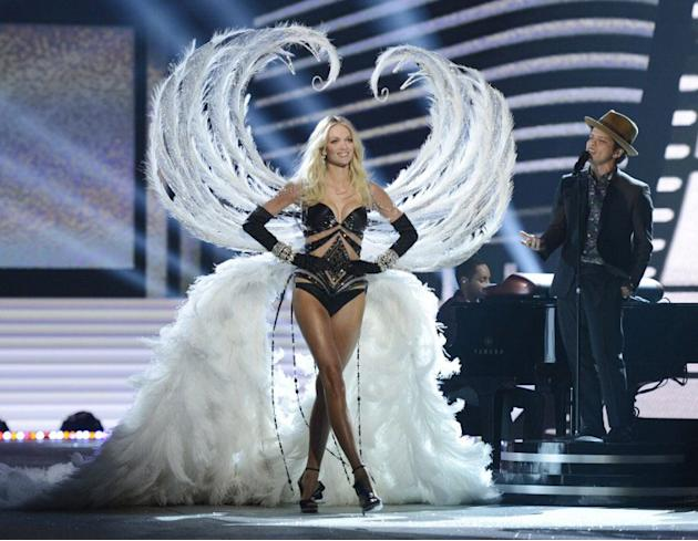 Victoria's Secret model Lindsey Ellingson during the 2012 Victoria's Secret Fashion Show at the Lexington Avenue Armory on November 7, 2012 in New York . AFP PHOTO / TIMOTHY A. CLARY