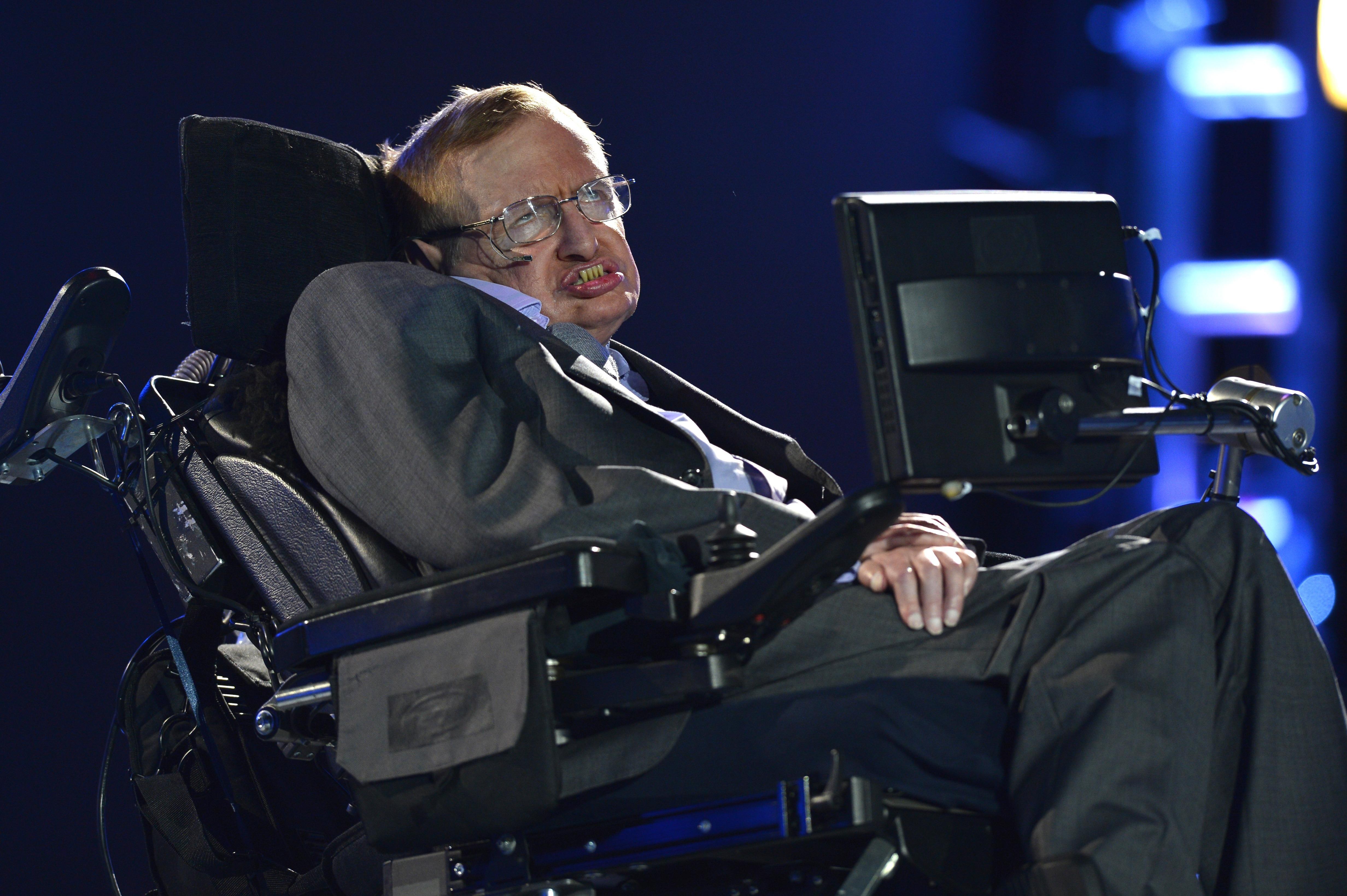 Stephen Hawking answers Reddit AMA questions, divulges his favorite song