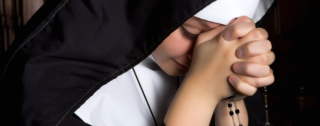 Library image of a nun praying (Fotolia)