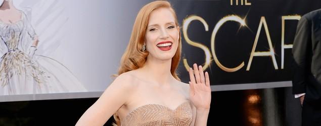 Jessica's sleek style wows at Oscars