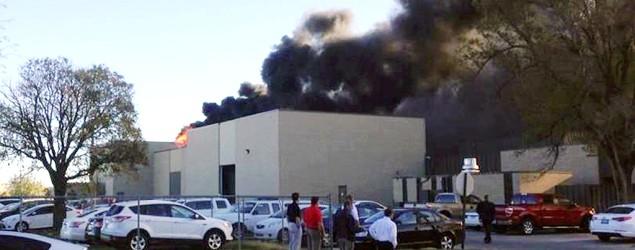 At least 2 dead, 4 hurt in Wichita plane crash (Twitter/ABC News)