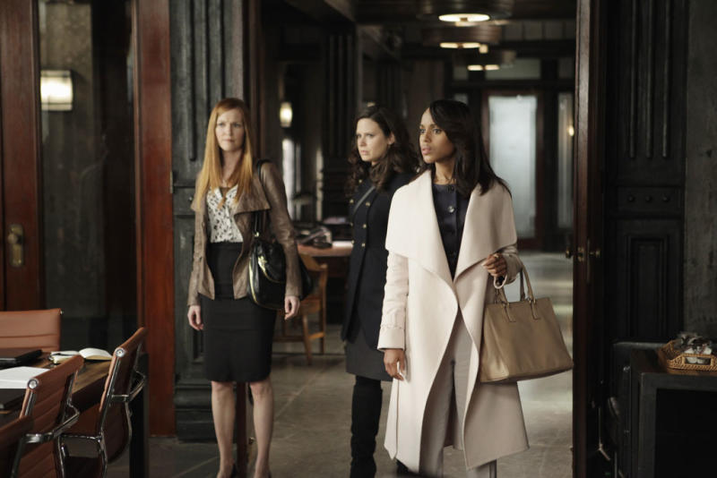 """""""Scandal"""" -- """"Any Questions?"""" Darby Stanchfield, Katie Lowes, Kerry Washington"""