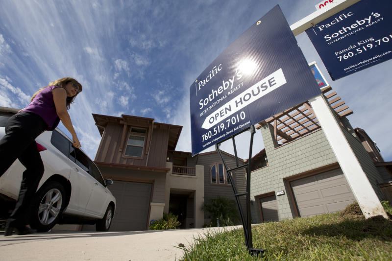 Rate on US 30-year mortgage dips to 3.32 pct.